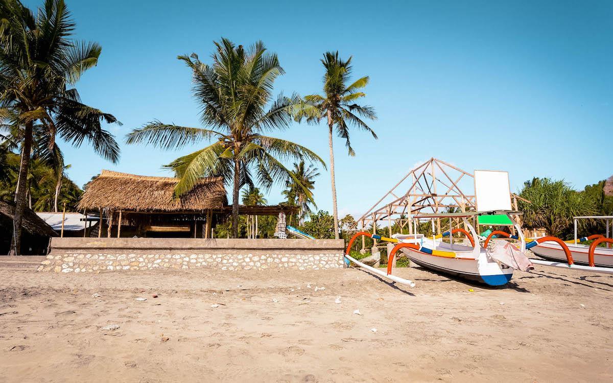 shops at crystal bay beach nusa penida, crystal bay beach bali, crystal bay penida