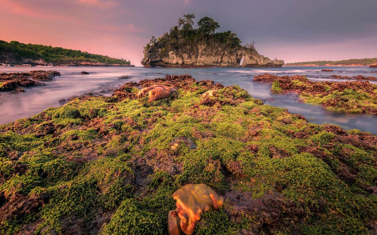 sunset at crystal bay beach nusa penida, crystal bay beach bali, crystal bay penida