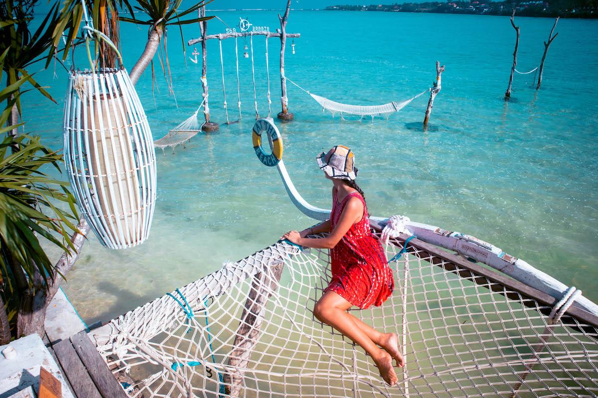 Things to do Nusa Ceningan, Nusa Ceningan tourist attraction, places to see nusa ceningan, sea breeze beach bar nusa ceningan