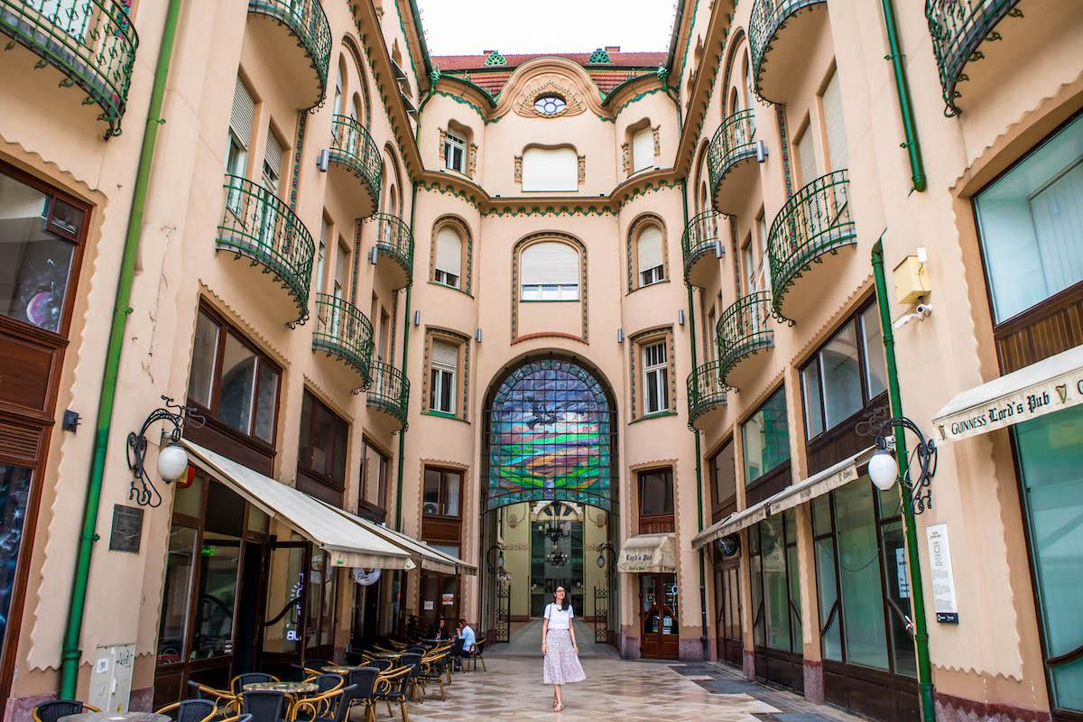 Oradea Black Eagle Palace, Palatul Vulturul Negru Oraeda, oradea art nouveau building