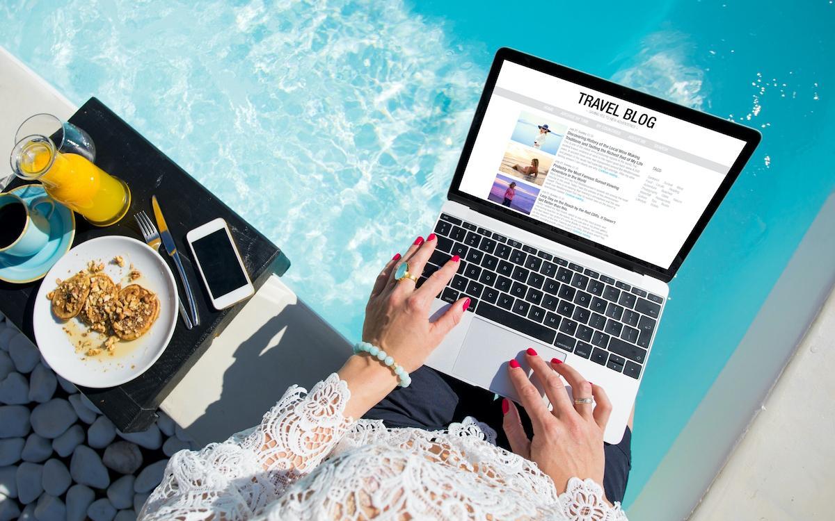 is travel blogging a job?